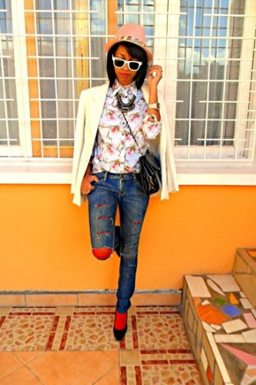 bold-color-ripped-jeans