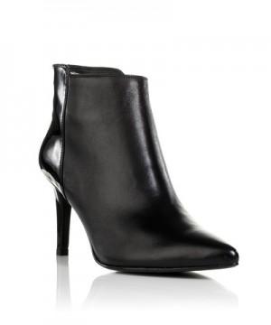 Μποτάκι με λεπτομέρεια από γυαλιστερό δέρμα Nak Shoes (199€)