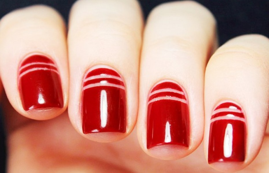 graphic-red-stripes-nails