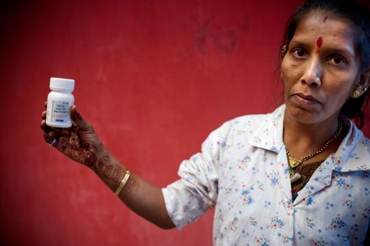 Κάτοικος της Ινδίας έχει πρόσβαση σε αντιρετροϊκά φάρμακα