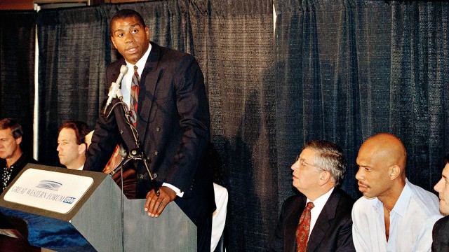 O Magic Johnson ανακοινώνει πως είναι φορέας του ΗIV