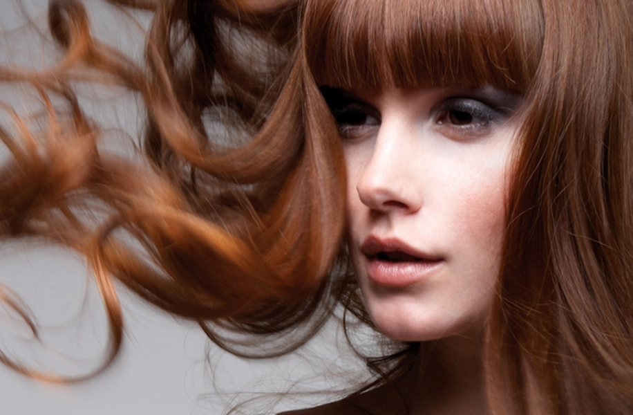perfect-blowout-red-hair-bangs