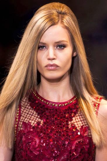 Hair look με όγκο στο fashion show του οίκου Versace-Fall 2014