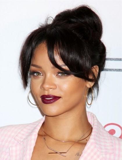 Πλούσιο και πιο φωτεινό marsala κραγιόν για τη Rihanna