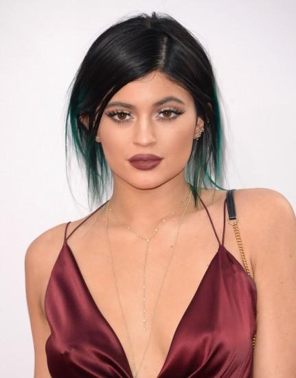 Ματ marsala κραγιόν για την Kylie Jenner