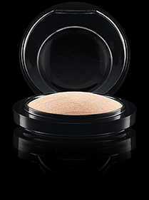 Mineralize Skinfish highlighter σε μορφή πούδρας Mac Cosmetics