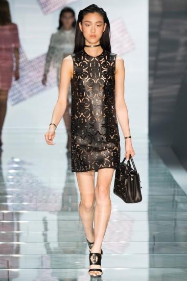 Versace SS 15  caption  Σας προτείνουμε τη midi φούστα από συνθετικό δέρμα  με φερμουάρ Celestino ... 43bc2216a66