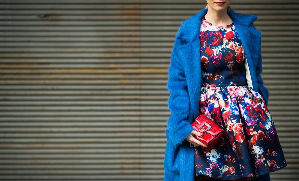 b9ab339c1283 Πως να συνδυάσεις τα floral ρούχα σου όσο είναι ακόμα χειμώνας ...
