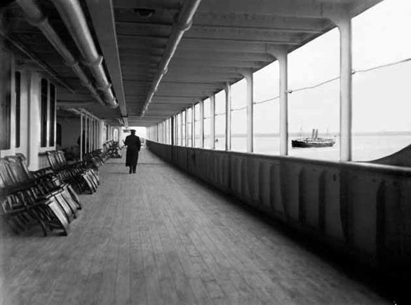 Το κατάστρωμα του Τιτανικού κατά την αποχώρηση του από το Southampton