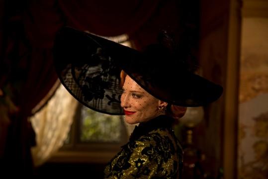 Η Cate Blanchett στο ρόλο της κακιάς μητριάς