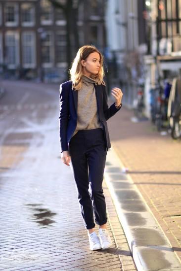 Συνδυάστε το κοστούμι με sneakers…the sporty chic way 😉 spring-suit-5.  Eνδώστε στο total λευκό κοστούμι για μέγιστη κομψότητα και καλοκαιρινό ύφος  ... 89dd8394945