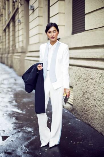Eνδώστε στο total λευκό κοστούμι για μέγιστη κομψότητα και καλοκαιρινό ύφος  ... bb28bf792b4