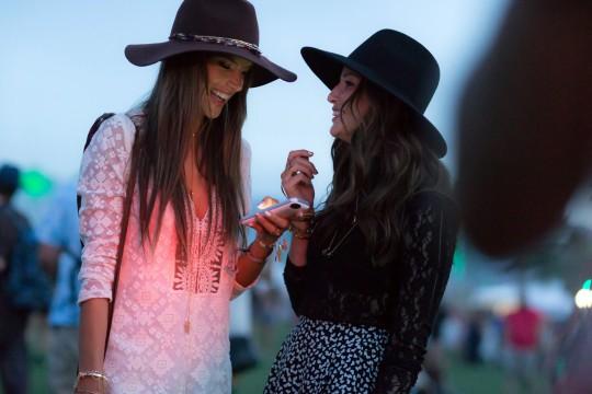 04-coachella-street-style-hats-1