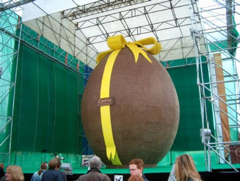 Worlds-Largest-Easter-Egg1