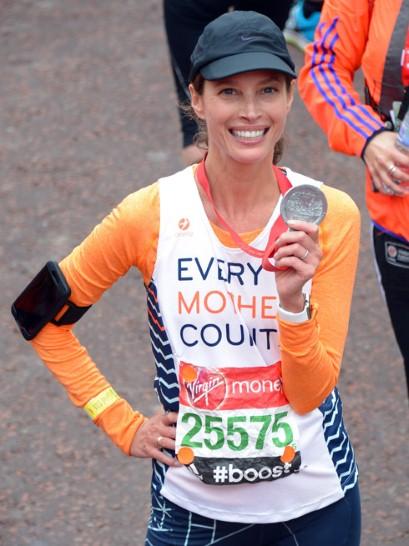 Η Chisty Turlington περήφανη για τον τερματισμό της στο μαραθώνιο του Λονδίνου