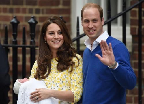 Kate Middleton & Prince William κατά την αποχώρηση τους από το St.Mary's Hospital