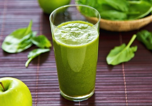 Spinach-and-apple-smoothie