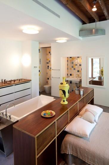 Ενιαίο μπάνιο-κρεβατοκάμαρα