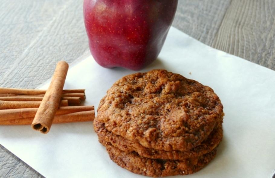 Cookies με μήλο & κανέλα