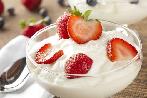Γιαούρτι με φράουλες