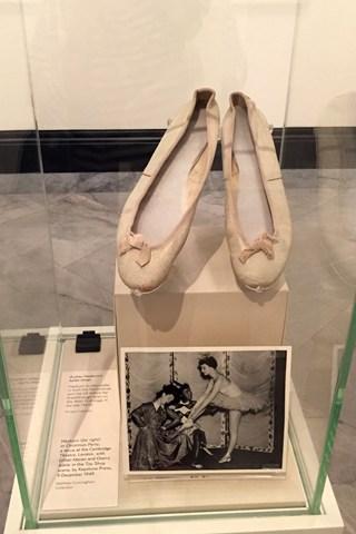 Οι μπαλαρίνες που φορούσε η Hepburn σε παράσταση της στο West End στα τέλη της δεκαετίας του '40