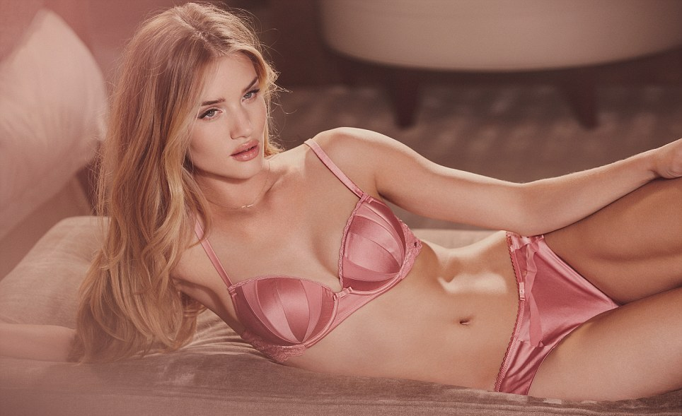 Rosie Huntington Whiteley-εσώρουχα