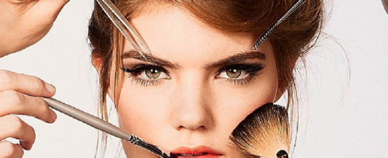 Susie-styles-wearing-makeup-feature-image