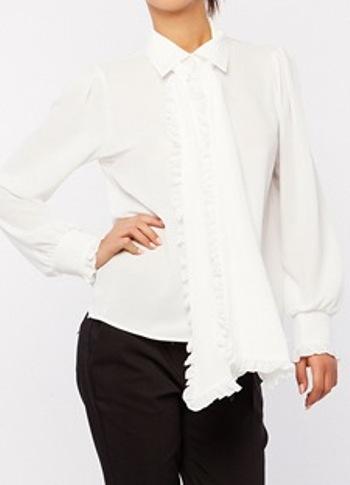 Το πουκάμισο με το χαλαρό φιόγκο είναι η must-have αγορά της σεζόν ... 7d3ab132c70