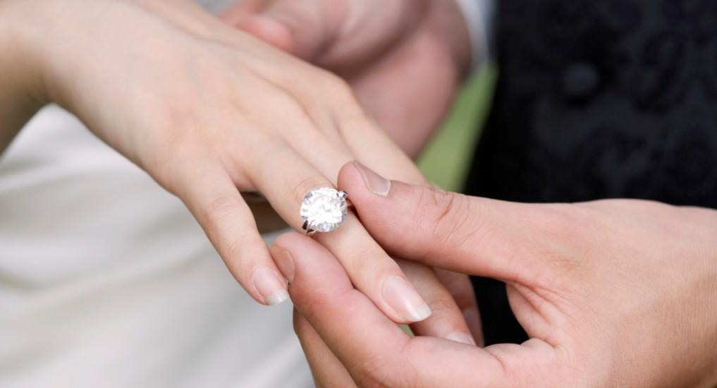 δαχτυλίδι αρραβώνων