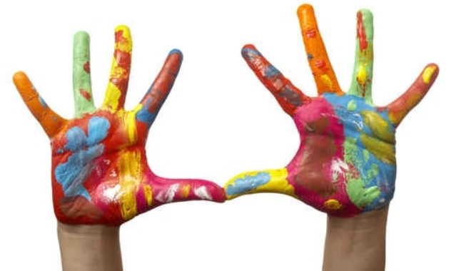 kids_painted_hands