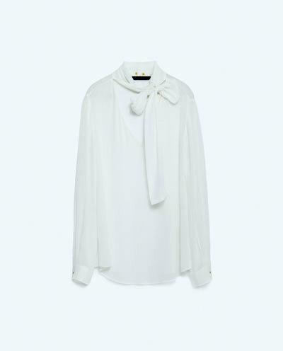 3a00e3050c08 Το πουκάμισο με το χαλαρό φιόγκο είναι η must-have αγορά της σεζόν ...