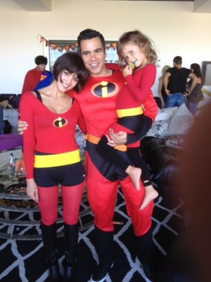 H Jessica Alba και η οικογένεια της ντυμένοι The Incredibles