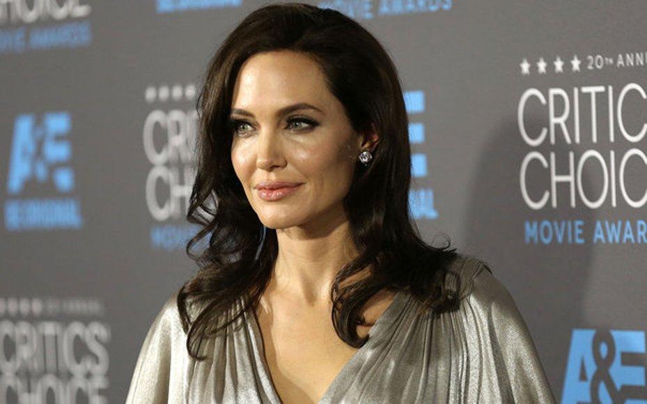 Angelina Jolie εμμηνόπαυση