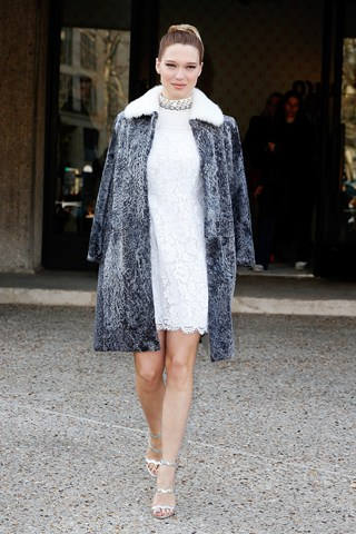 Mε λευκό φόρεμα Prada στην πρεμιέρα του Πεκίνου