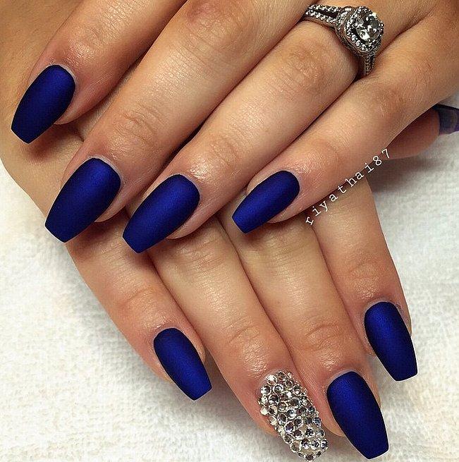 Ногти черные с синим