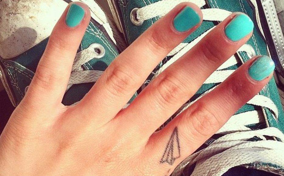 μικρό τατουάζ δάχτυλα