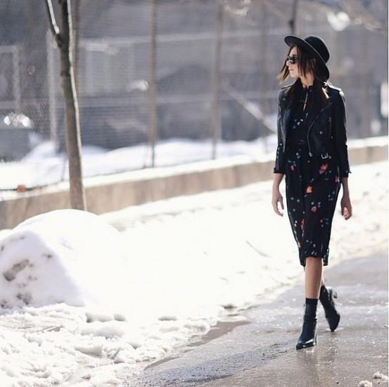 χειμερινό στυλ με καλοκαιρινό φόρεμα