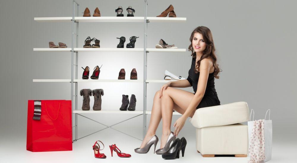 woman-shopping-shoe