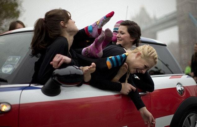 ποσοι χωρουν σε αυτοκινητο (3)