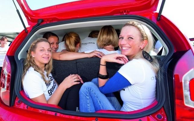 ποσοι χωρουν σε αυτοκινητο (4)