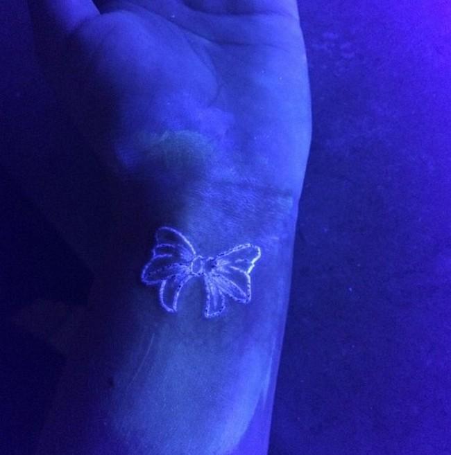 black light tattoo1