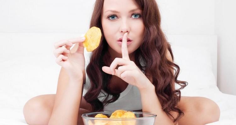 Beautiful-Woman-Eating-Potatoe-Chips