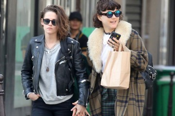 Kristen-Stewart-Soko-Kissing-Paris
