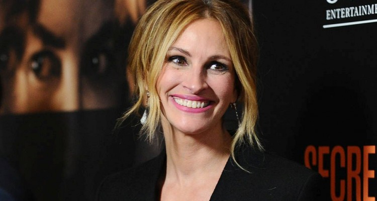 "WESTWOOD, CA - NOVEMBER 11:  Actress Julia Roberts attends the premiere of ""Secret in Their Eyes"" at Hammer Museum on November 11, 2015 in Westwood, California.  (Photo by Jason LaVeris/FilmMagic)"