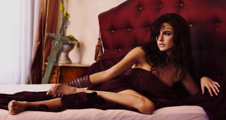 sexy_wonder_woman_wallpaper_by_ethaclane-d6dyglo