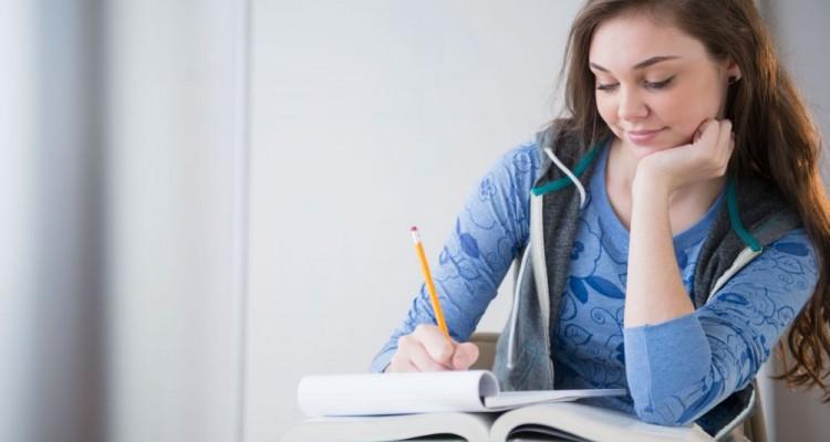 D52DR7 Hispanic girl studying at desk