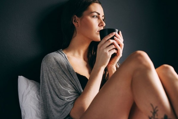 woman-drinking-tea-in-bed