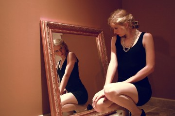 woman_in_the_mirror_by_isabelene-d4qby69