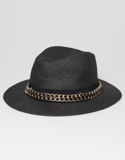 STRAW HAT WITH CHAIN