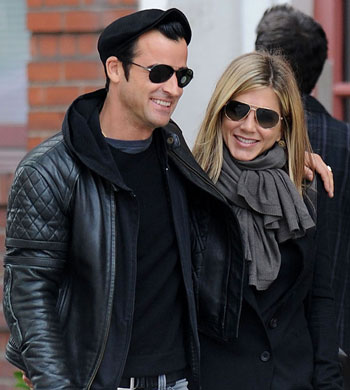 #7891808 Bundled up in jackets and scarves, actress Jennifer Aniston and her beau Justin Theroux take a walk in chilly NYC, New York on September 16th, 2011. Fame Pictures, Inc - Santa Monica, CA, USA - +1 (310) 395-0500